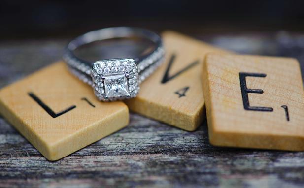 unique-engagement-ring-announcement-14