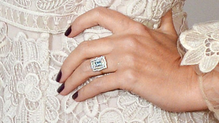 1280_kylie_minogue_engagement_ring_510886126