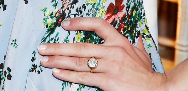 3-dianna-agron-engagement-ring-pictuures-0222-getty-w724