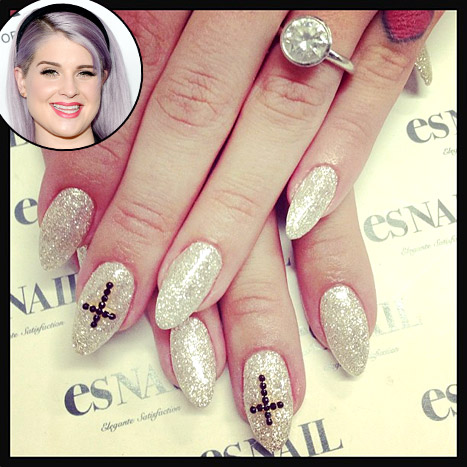 kelly-osbourne-pretty-diamond-engagement-ring