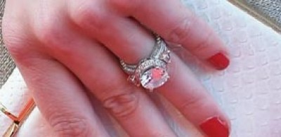 weddings-2014-05-2-amber-heard-engagement-ring-pictures-0521-main