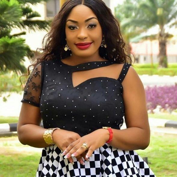 Celebrity Wedding Nollywood Movie: Nuella Njubigbo's Square Shaped Diamond Ring