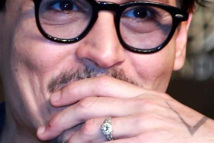 johnny-depp-and-his-engagement-ring-136388957862810401-140401140739