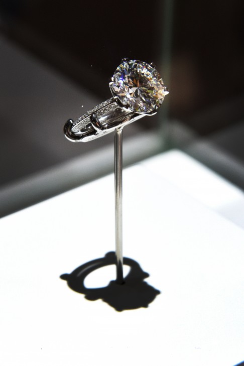 hk_the_130th_anniversary_of_the_tiffany_setting_exhibition_the_limited_edition_of_130_rings_the_pave_tiffany_setting_diamond_ring