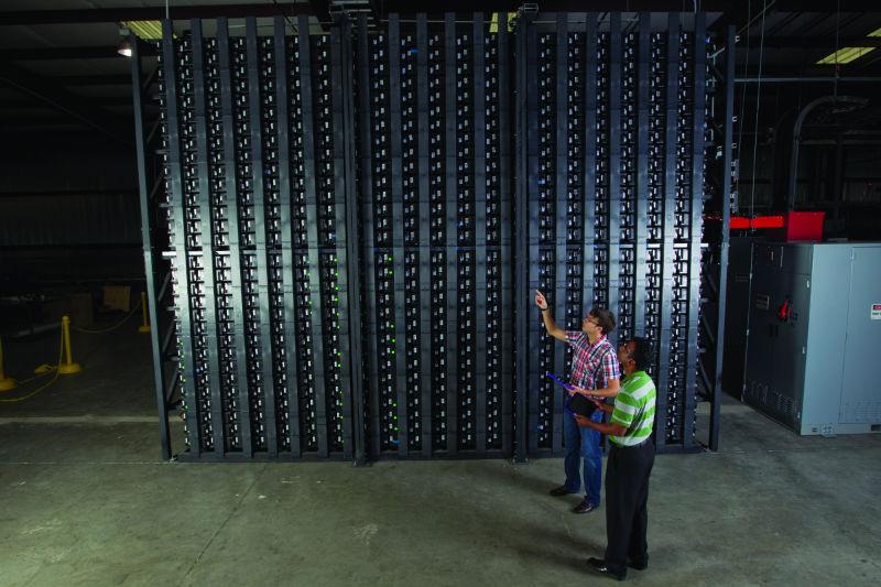 Cada módulo da superbateria possui múltiplos terminais, o que permite que a eletricidade flua rapidamente. [Imagem: Xtreme Power]