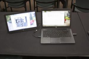 Geekfaktor 10: Die portable Zweischirmlösung