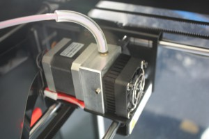 Viele kleine Detaillösungen wie die neue Filamentführung machen die Witbox 2 zu einem gelungenen Update.