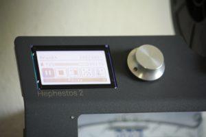 Auch in den Details ist der Hephestos 2 schön ausgeführt. Die Firmware hat eine grafische Oberfläche erhalten.