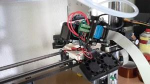 Nächste Aufgabe: Die drei kleinen 40mm-Lüfter am Hotend durch leisere Exemplare ersetzen.