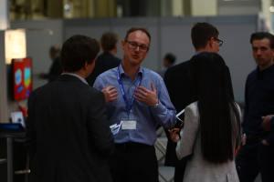 Auch außerhalb der Vorträge tauschten sich Aussteller und Besucher des CAE-Forum intensiv aus.