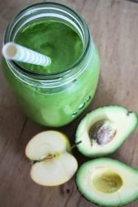 Avocado smoothie med æble og spinat