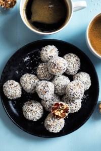 Dadelkugler med tranebær og vanilje