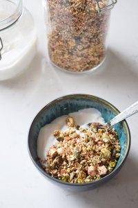 Granola med boghvede, cashewnødder og tranebærpulver