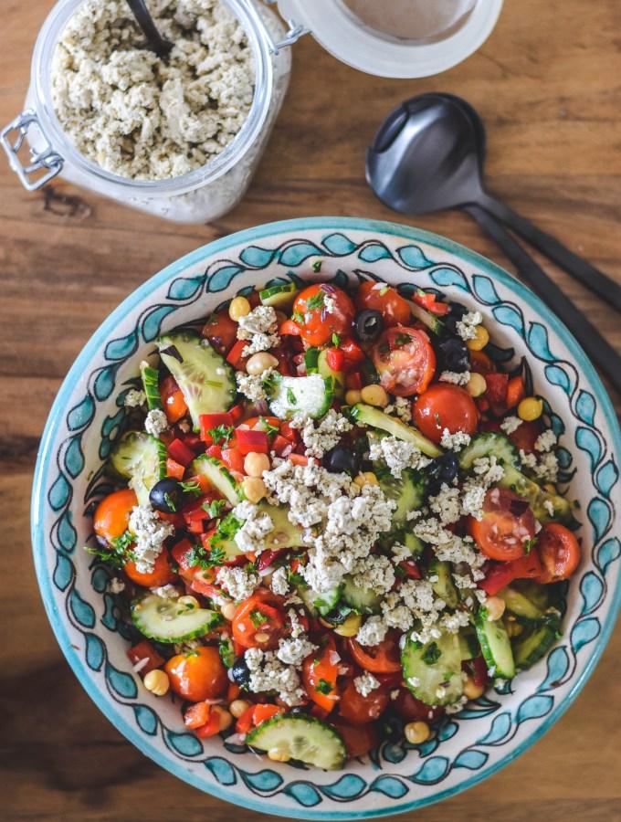 sommersalat og vegansk feta