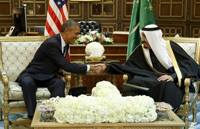 US President Barack Obama shaking hands with the Saudi King