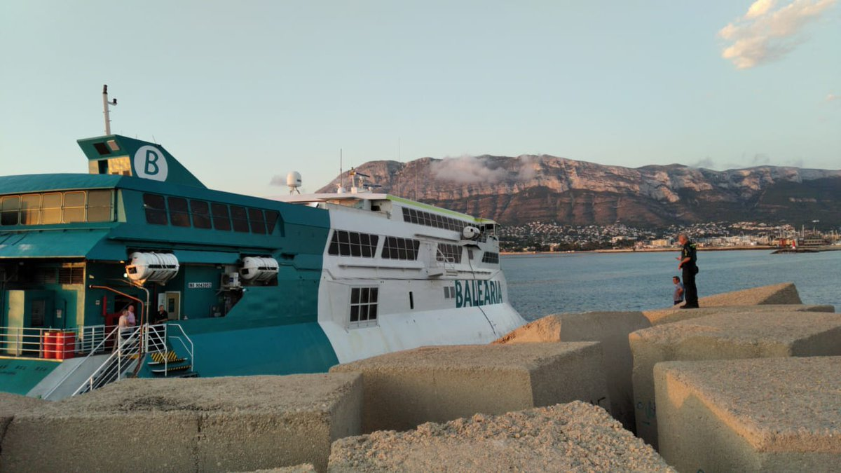 Divers try to refloat grounded ferry in Denia