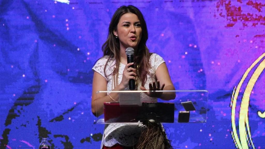 Lee más sobre el artículo Raíces que vencen la desilusión – Pastora Gloriana Montero