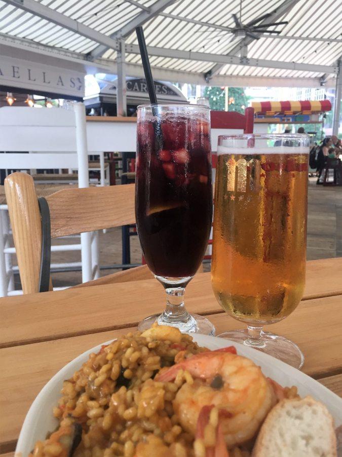 Paella de marisco, sangria e cerveja de Madri. Foto: Enjoy Miami