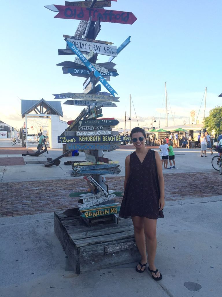 Ruas no entorno do histórico Porto de Key West.