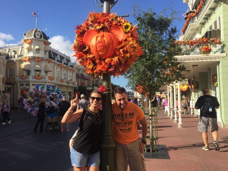 Abóboras em formato de Mickey é o charme da decoração de Halloween no Magic Kingdom! Foto: Enjoy Miami