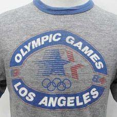 1980/1984 ¡QUE EMPIECEN LOS JUEGOS! Levi Strauss & Co. viste a los atletas olímpicos en los Juegos de 1980 y 1984.