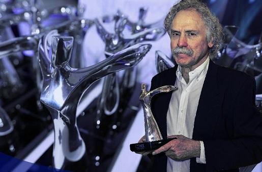 """Reconocen a Arnoldo Kraus con el premio """"Ángel de la Ciudad"""""""