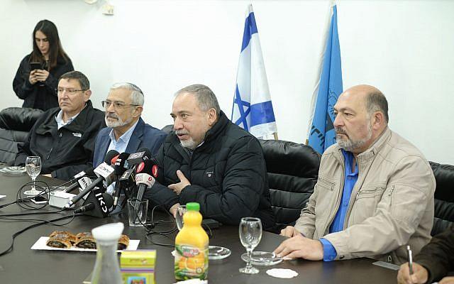 Ministro israelí de Defensa sobre Siria: No es el momento de ladrar, sino de morder con fuerza