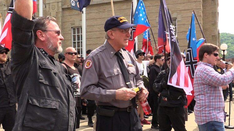 Se postula antisemita que niega Holocausto para congreso de Chicago