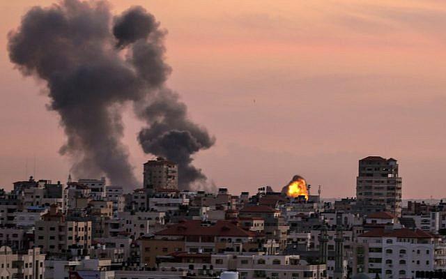 Israel confirma: sus aviones llevaron a cabo ataques aéreos sobre la Franja de Gaza, en represalia por artefactos explosivos