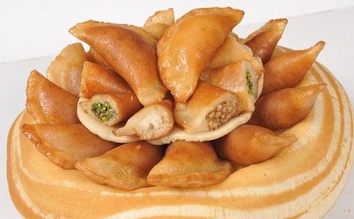 Cómo preparar unas empanaditas dulces (atayef) de crema y azahar