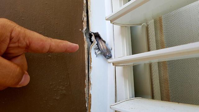 Balas disparadas desde Gaza impactan hogares israelíes en Sderot