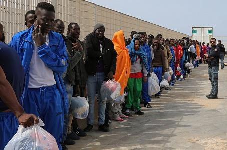 """Italia: """"La fiesta se ha acabado"""" para los migrantes ilegales"""