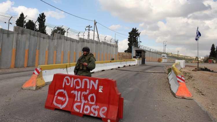 Dos israelíes heridos en ataque de arma blanca cerca de base militar en Cisjordania