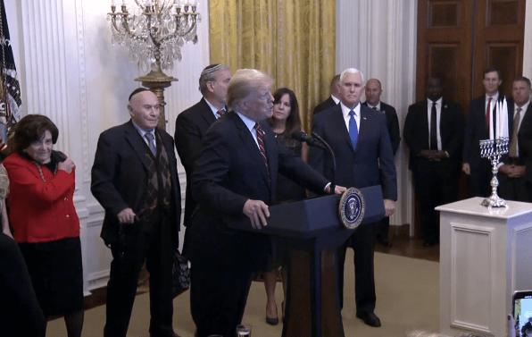 Trump celebra ceremonia de Janucá en la Casa Blanca