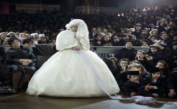 Es noticia que en el medio de una pandemia, en plena cuarentena obligatoria se celebra un casamiento de cien personas como si nada.