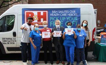 personal médico del Hospital Lenox Hill recibió un día de celebración y agradecimiento por su servicio excepcional y dedicado a los ciudadanos de Nueva York durante la pandemia de COVID-19, por parte de la empresa judía B&H Electronics