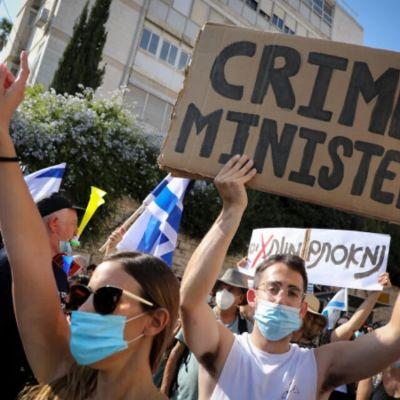 Cientos de israelíes protestan contra Netanyahu frente a su residencia oficial