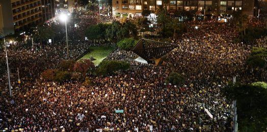 Un manifestante de la protesta masiva en Tel Aviv da positivo a coronavirus