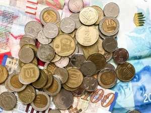 El límite legal para los pagos en efectivo se reducirá a la mitad de 11 mil nuevos shekels a 6 mil para empresas y de 50 mil a 15 mil para individuos.