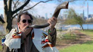El shofar solo debe tocarse con moderación y afuera de sinagogas y hogares este año debido al coronavirus, dijeron rabinos holandeses