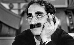 Un 18 de agosto de 1977 cuando Groucho Marx, una de las figuras más prominentes de la comedia del siglo XX, falleciera en el Centro Médico Cedar Sinai