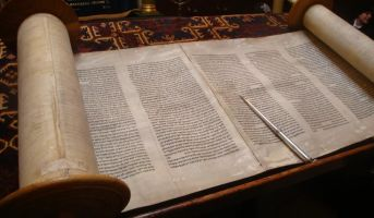 Nadia Cattan/ La Biblia y sus espacios en blanco
