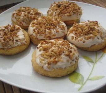 Recetas de Rosh Hashaná: Profiteroles de crema con nuez confitada y dátiles con miel