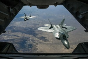 dos aviones en vuelo vistos desde un avión