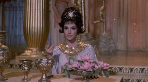 Gal Gadot sustituye a Elizabeth Taylor como Cleopatra en un video