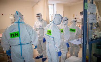 Enfermeros en el área COVID-19 de un hospital de Israel
