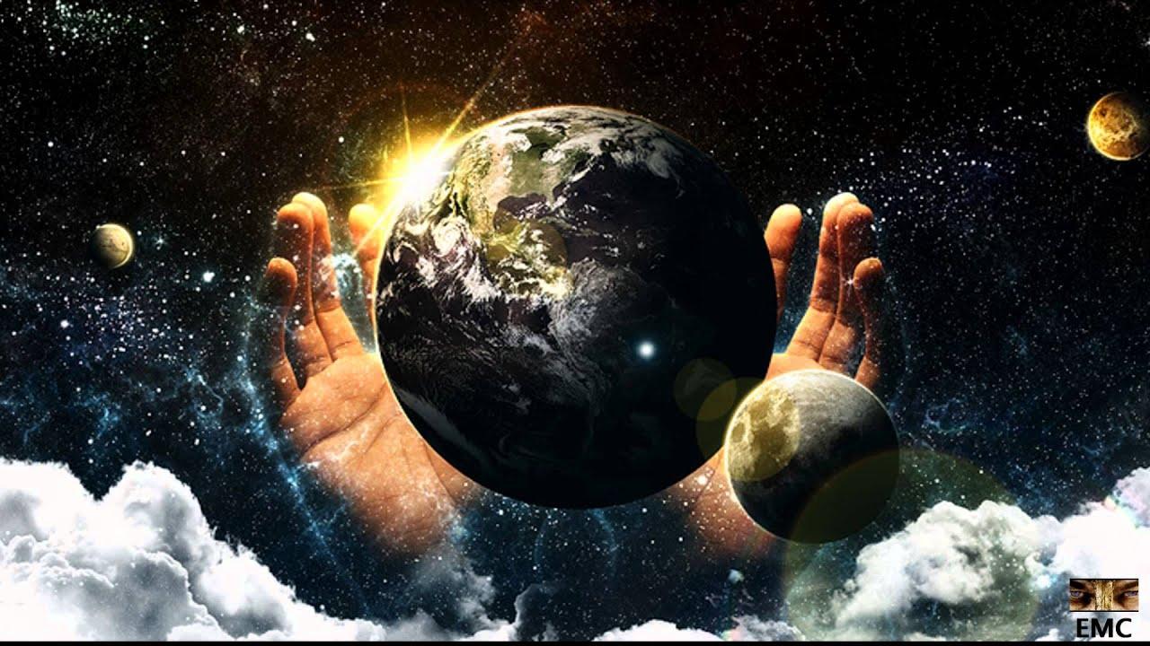 Ilustración de la creación de la tierra, unas manos en el espacio y el planeta tierra