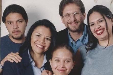 El autor judío Sandro Cohen y su familia