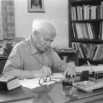 Primer ministro de Israel, David Ben Gurión en su estudio