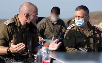 El jefe del Ejército israelí, Aviv Kohavi, junto a otros oficiales militares